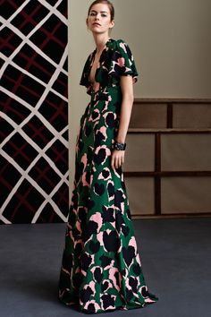 Gucci Pre-Fall 2015 Fashion Show Fashion Week, Fashion Show, Womens Fashion, Ladies Fashion, Dress Fashion, Fashion Hats, Milan Fashion, Fashion Online, Fashion Outfits