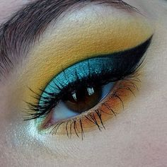 """WEBSTA @ rachelcmakeup - ✖️FISH N CHIPS✖️Last one of today's look 💚💙💛PRODUCTS:@makeupgeekcosmetics """"Peach Smoothie"""" as a transition shade, """"Chickadee"""" to darken the crease   lower lashline, """"Morocco"""" to darken the lower lashline,@sleekmakeup """"Bamm!"""" from the Ultra Mattes V1 Palette,@sugarpill """"Buttercupcake"""" in the crease   lower lashline, @maybelline Master Drama Liquid Liner to create the pointed part of the wing,@nyxcosmetics """"Black Bean"""" Jumbo Eye Pencil as a base for the outer half…"""
