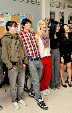 I miss This..i miss THEM! :/ :))) Naya Rivera with Heather, Jenna, Harry, and Kevin. #glee