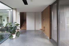 renovierte wohnung kenzo olga akulova, kiew modern renoviertes appartement-raumteiler schiebetüren, Design ideen
