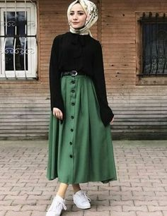 Young Hijab - All About Hijab Casual, Hijab Chic, Modern Hijab Fashion, Muslim Fashion, Modest Fashion, Hijab Mode Inspiration, Mode Outfits, Fashion Outfits, Fashion Fashion