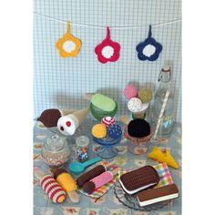 91298. GLASSKIOSK Crochet Food, Chrochet, Couture, Crochet Projects, Ravelry, Crochet Patterns, Cupcake, Kids Rugs, Knitting