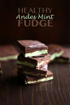 Love the minty chocolate taste of Andes Mints? This healthy low carb fudge recipe has all the same great flavours and none of the sugar! Happy Mother's Day! Okay, confession time: this fudge …