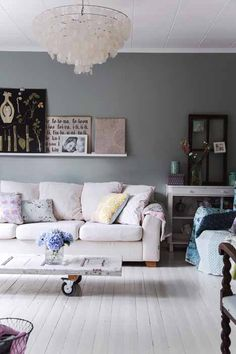 Country chic. Love the softness of the pink couch.