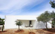 "Porches and 4 Skylights House"" in Menorca, Spain by Ferran Vizoso Menorca, Contemporary Architecture, Interior Architecture, Minimal Architecture, Modern Contemporary, Spanish House Design, House Construction Plan, Porches, Minimal Home"