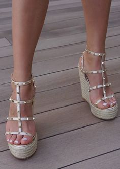 Gold Wedge Shoes, Gold Wedges, Wedge Heels, Stiletto Heels, High Heels, Shoes Heels, Wedge Sandals Outfit, Hot Shoes, Sexy Heels
