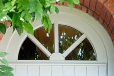 Details deur wit hout  Materiaal: Meranti hout met opgekleefde kruishouten Kleur: RAL9010 (Reinwit)