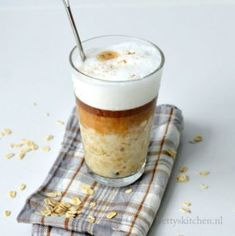 Coffee Presentation, Latte Macchiato, Happy Foods, Coffee Beans, Morning Coffee, Smoothies, Breakfast Recipes, Oatmeal, Sweets