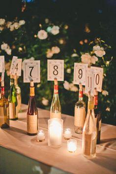 botellas de vino numeros de mesa - 25 ideas de numeros para mesas de bodas!