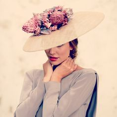 love of hats Mode Orange, Wearing A Hat, Glamour, Wedding Hats, Love Hat, Turbans, Derby Hats, Headgear, Headdress