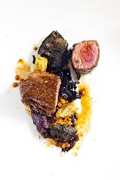 Presa ibérica adobada y asada con carbón vegetal