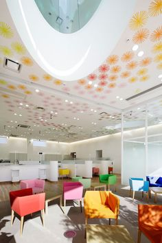 Image 17 of 25 from gallery of Sugamo Shinkin Bank, Shimura Branch / Emmanuelle Moureaux Architecture + Design. Photograph by Nacasa & Partners Inc. Architecture Design, Amazing Architecture, Contemporary Architecture, Building Architecture, Interior Design Magazine, Corporate Interiors, Office Interiors, Commercial Interior Design, Commercial Interiors