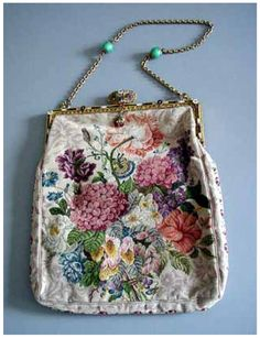 Antique purse...  http://annadan-doll.blogspot.com/2011/11/blog-post_13.html