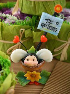 Souvenirs Abejita porcelana Compra el patron con las instrucciones en www.eviadigital.com y regalale este lindo proyecto a la personita que mas queres♥