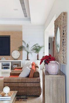 Elegância e rusticidade em casa à beira-mar (Foto: Divulgação)