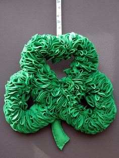 MAKE THIS WREATH! (My favorite St. Patrick's Day wreath)