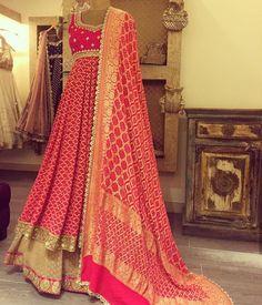 Haus Khas Lehenga Shopping Guide Gorgeous heavy pink gold dupatta with pink Anarkali dress. Indian Gowns Dresses, Indian Fashion Dresses, Indian Designer Outfits, Pakistani Dresses, Indian Outfits, Indian Clothes, Indian Sarees, Bandhani Dress, Lehnga Dress