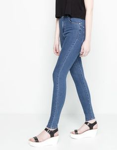 In love with these high waisted skinny jeans from Pull and Bear, 26