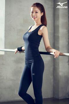 Korean actresses, gym wear for women, fitness fashion, sport fashion, fashi Asian Fashion, Girl Fashion, Fashion Studio, Sport Fashion, Spring Fashion, Fashion 2018, Latest Fashion, Look Legging, Mode Chanel