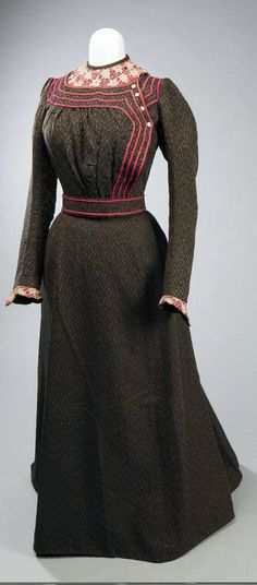 Women's two-piece wool dress of black and brown, with pink trim and accents and matching belt, belonging to Elizabeth Feddersen, circa Missouri History Museum. 1890s Fashion, Edwardian Fashion, Historical Costume, Historical Clothing, Belle Epoque, Vintage Gowns, Vintage Outfits, Edwardian Dress, Edwardian Era