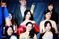 This actress has caught Yoona's eye for her indescribable beauty. During theBaeksang Arts Awardsa few weeks ago,Girls' Generation's Yoona was seated next to actressSon Ye Jin in the audience. The two actresses could be seen cheerfully conversing, sharing stories and talking for several minutes. Despite having a doll-like appearanceherself, Yoona could be seen with a...