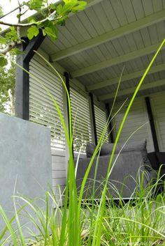 Heerlijk buitenleven, tuin te 's-Gravendeel- hoveniersbedrijf-hoeksche-waars-hoekse-waard-siergras-moderne-tuin-tuinaanleg-overkapping-veranda-tuinhuis-buitenleven-shutters-erfafscheiding-timkok-hovenier-rotterdam