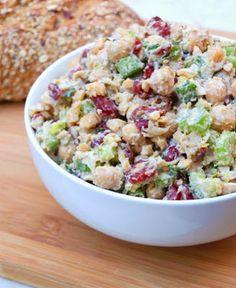 Vegetariancook: Веганский новогодний салат с нутом, грецкими орехами и сушеной клюквой