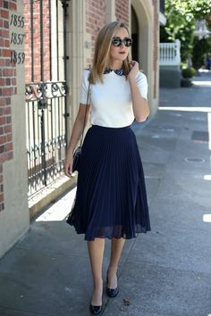 Pleated Skirt and Lace Collar Sweater - Office Outfits Nyc Fashion, Work Fashion, Fashion Outfits, Fashion Weeks, Steampunk Fashion, Gothic Fashion, Casual Work Outfits, Office Outfits, Jw Moda