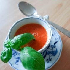 beste tomatensuppe2 Veggie Recipes, Soup Recipes, Veggie Food, Cake Recipes, A Food, Food And Drink, Soup Crocks, Daily Vitamins, Winter Soups