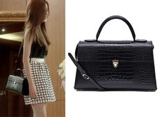 "Han Sun-Hwa in ""Marriage, Not Dating"" Episode 16.  1st Rumor Tote Baguette Croc Black Bag #Kdrama #MarriageNotDating #연애말고결혼 #HanSunHwa #한선화"