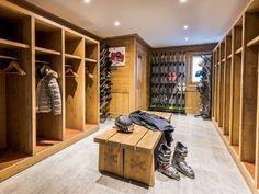 Nadire Atas on Chalets Location vacances chalet La Roche Chalet Design, Chalet Style, House Design, Ski Chalet, Gun Rooms, Modern Mountain Home, Entry Way Design, Mudroom, Locker Storage