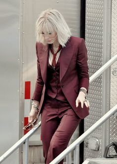 Resultado de imagen para cate blanchett outfits in oceans 8 Women's Dresses, Estilo Dandy, Suit Fashion, Fashion Outfits, Mode Costume, Suit And Tie, Look Chic, Mode Outfits, New Wardrobe