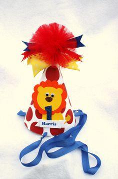 birthday boy hat Birthday Party Hats, Carnival Birthday Parties, Boy Birthday, Felt Crafts Diy, Felt Diy, First Birthdays, Lion, Party Ideas, Deco
