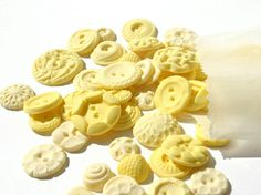 butter yellow~buttons