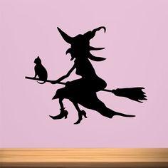 Vinilo decorativo de bruja, que está volando en su escoba con un gato. Pic Épeiche, Casa Halloween, Coloring For Kids, Halloween Decorations, Moose Art, Cricut, Creepy Things, Silhouette, Window Decals