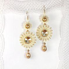 """Orecchini di perle intrecciata """"Golden Shadow"""". Beadwoven earrrings con cristalli Swarovski e perle. Orecchini di perline. Tessitura, perline"""