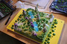 I made this cake for my brother-in-law's 30th Birthday. That's a 5vs5 map of the game League of Legends. __________ J'ai fait ce gâteau pour le 30e anniversaire de mon beau-frère. Il s'agit de la m...