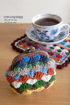 Crochet coaster and coin purse - tutorial  shell stitch video: http://www.youtube.com/watch?v=20727GoE3R0=player_embedded#t=18s
