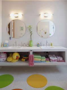 Bathroom Kids Bathroom Design, Pictures, Remodel, Decor and Ideas Kid Bathroom Decor, Childrens Bathroom, Simple Bathroom, Modern Bathroom, Bathroom Designs, Bathroom Interior, White Bathroom, Bathroom For Kids, Bathroom Wall