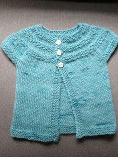 Ravelry: Galeria de Projeto em grupos de três: um padrão de casaquinho de bebê por Kelly Herdrich