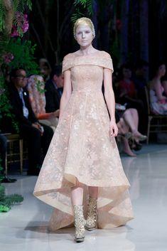 Koleksi Sebastian Gunawan dalam fashion show bertema A Midsummer Night's Dream, Jakarta, 19 November 2015.