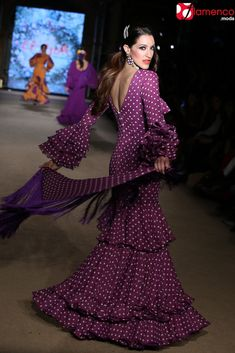 EL AJOLÍ – 'Sueña primaveras' | Moda Flamenca - Flamenco.moda Flamenco Dancers, Spanish Fashion, Purple Rain, High Fashion, Cover Up, Mermaid, Dots, Stripes, Costumes