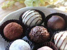意外と簡単!本格派❤トリュフチョコレートの画像 Choco Chocolate, Artisan Chocolate, Chocolate Truffles, Chocolate Lovers, Sweets Recipes, Cake Recipes, Cooking Recipes, Desserts, Japanese Sweets