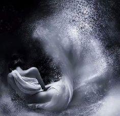 ♥¸.•*¨*★☆☾doces ღ☆ღ beijinhos ☾☆★¸.•*¨* ♥ ♥ ☆★☆ Com amor da Nini ☆★☆ ♥  ♥ ┊☆┊☆┊☆┊ ♥ Estou me desmanchado, minhas partículas de vida se evaporando no ar, sem medo, me entrego a essa loucura doce e suave, meus fragmentos vão pairar pelo mundo e finalmente vou ser libre de tudo......  Sweet Nini Love ♥
