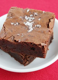 Salted Fudge Brownies-Mine did not look like this! I love the salt on the top but the brownie was too bitter for me. Fudgy Brownie Recipe, Cookie Brownie Bars, Brownie Recipes, Easy Sweets, Sweets Recipes, Fun Desserts, Best Brownies, Fudge Brownies, Chocolate Brownies