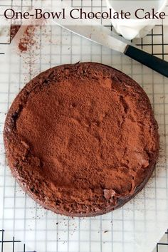 The Ultimate Easy One-Bowl Chocolate Cake! - make it gluten free by substituting the plain flour for a gluten free flour like chestnut flour. Baking Tins, Baking Recipes, Cake Recipes, Dessert Recipes, Baking Cakes, One Bowl Chocolate Cake Recipe, Chocolate Recipes, Chocolate Cakes, One Bowl Cake Recipe