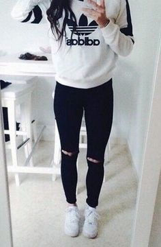 sweatshirt+ripped jeans=hipster look
