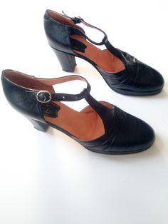 Vintage Eliana Lavorazione Artiglana Italian Black T-Strap Mary Jane Pumps / Women's Italy Euro Size 41 / US 10 / UK 8 by JulesCristenVintage on Etsy