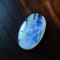 レインボームーンストーン 乳白色の光 31mm / ルース・カボション - 天然石・パワーストーンのルース、ペンダント、アクセサリー、鉱物 Stone marble