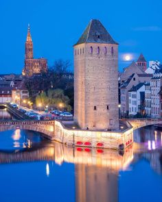 A Perfect Full Moon in #Strasbourg 🌛 . . .  #Alsace  #Europe #igerstrasbourg  #igersalsace  #france_vacations #TravelFrance #Ok_Europe #world_vacations #hello_worldpics